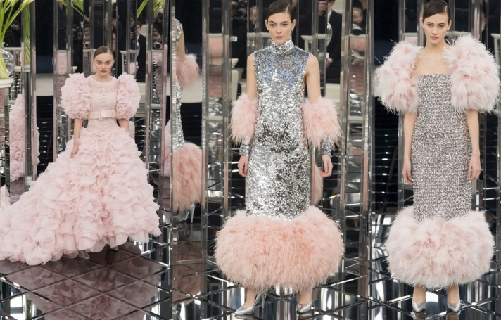 NEWS: Sequins, feathers and holographic shoes on the fashion show Chanel Couture Spring-Summer 2017
