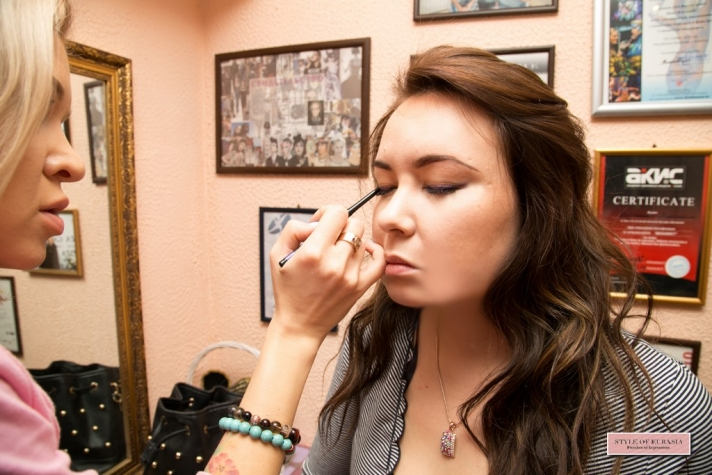 The process of creating makeup for the photo session