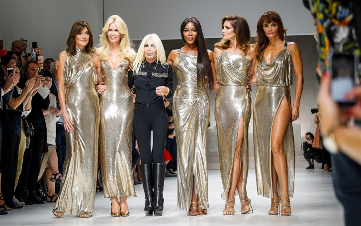 NEWS: The brightest fashion show of the 2017 - Versace