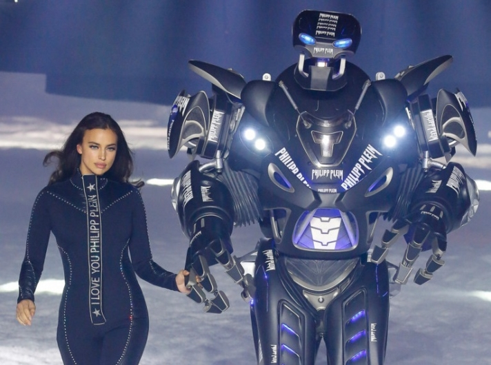 NEWS: Robot as a model at the Philipp Plein fashion show
