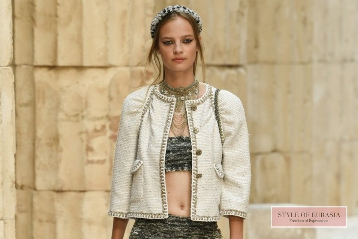 Clothes for the goddesses at the fashion show Chanel Resort 2018