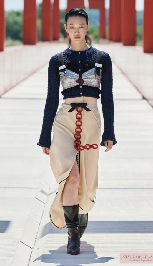 Futuristic looks at the Louis Vuiton Cruise 2022 fashion show